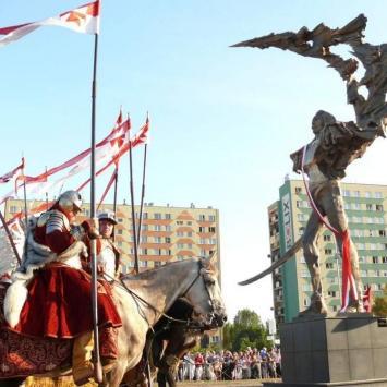 Rzeźba Husarza w Stalowej Woli
