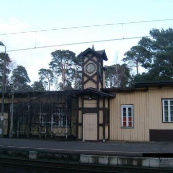 Zabytkowy dworzec w Puszczykowie