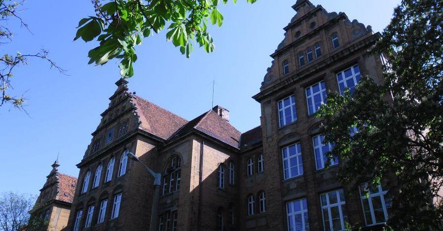 Budynek szkoły im. Berwińskiego w Poznaniu - zdjęcie