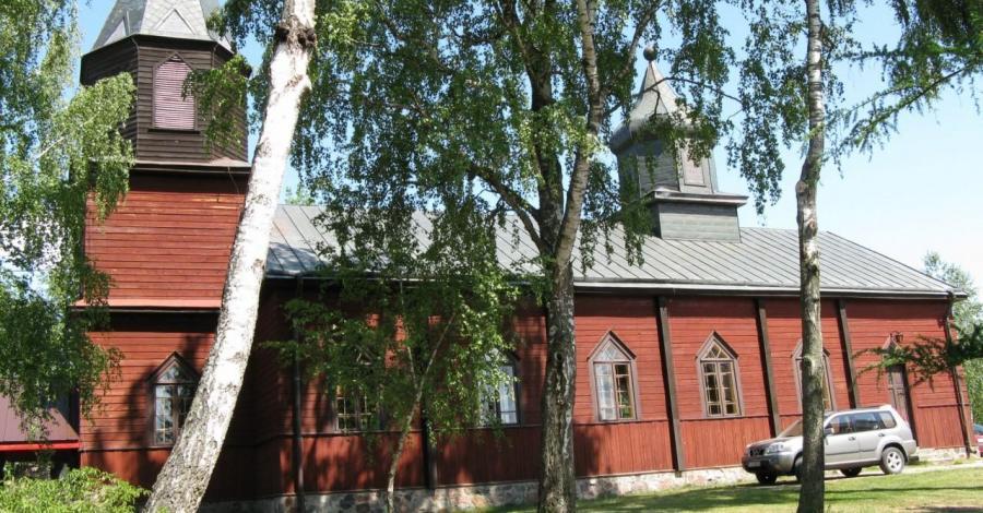 Drewniany kościół w Gibach - zdjęcie