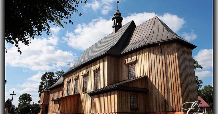 Drewniany kościół w Hucie Krzeszowskiej - zdjęcie