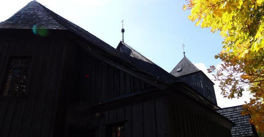 Drewniany kościół w Kiszkowie - zdjęcie