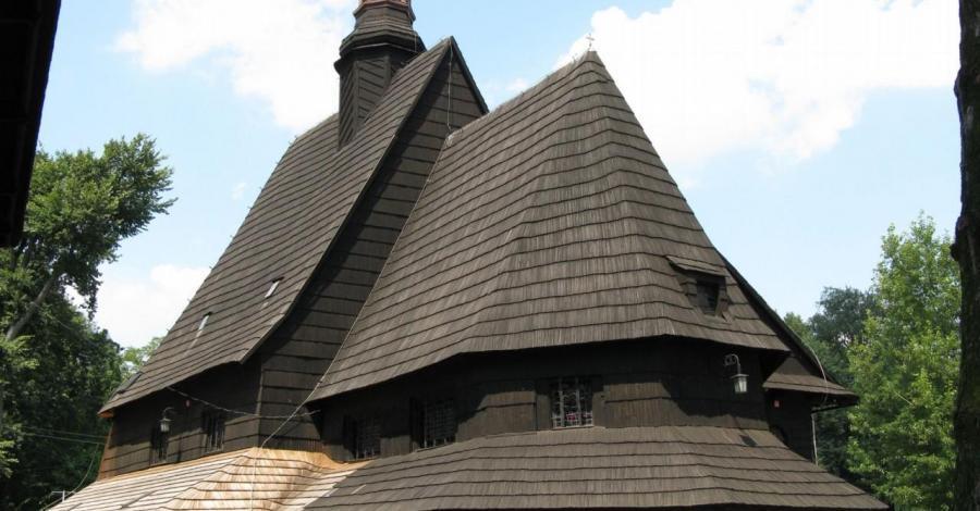 Drewniany kościół w Poniszowicach - zdjęcie