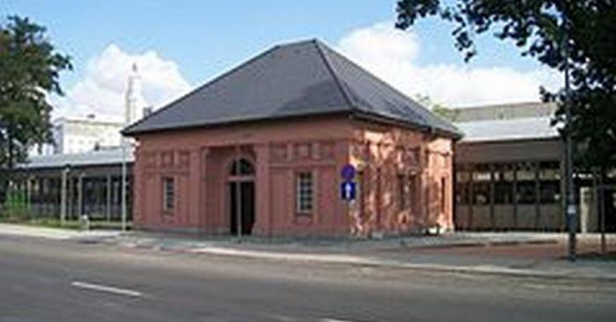 Dworzec cesarski -letni , Barsolis Karol Turysta Kulturowy