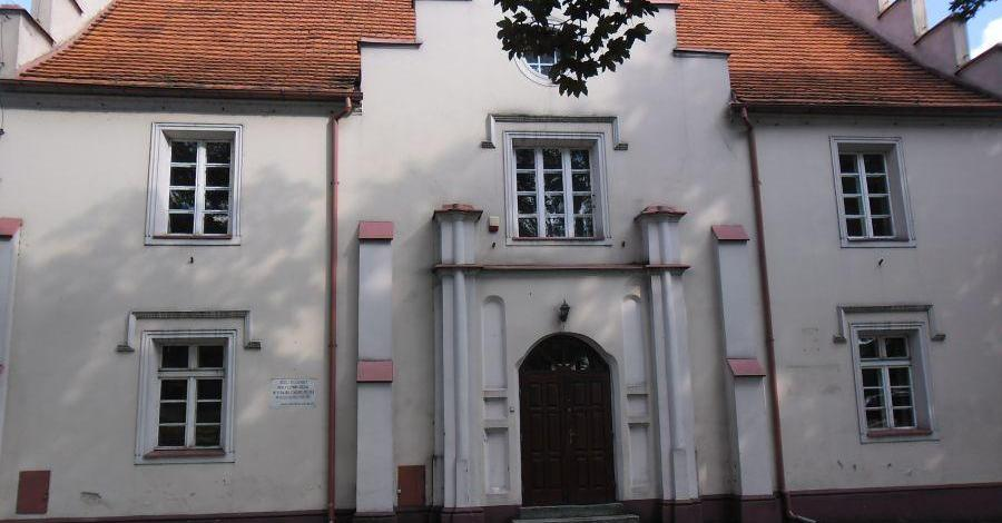 Historyczna szkoła w Miłosławiu - zdjęcie