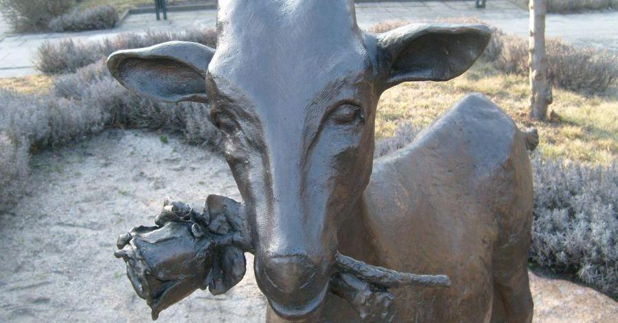 Pomnik kozy w Dolsku - zdjęcie