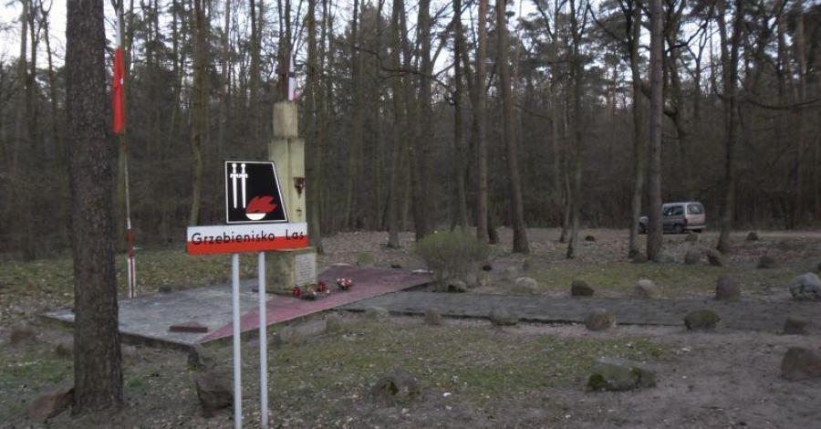 Pomnik pomordowanych w Grzebienisku - zdjęcie