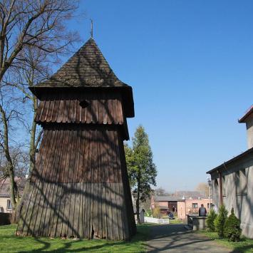 Drewniana dzwonnica w Paczynie