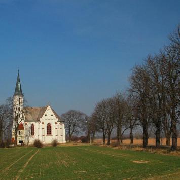 Kościół w polu koło Sidziny