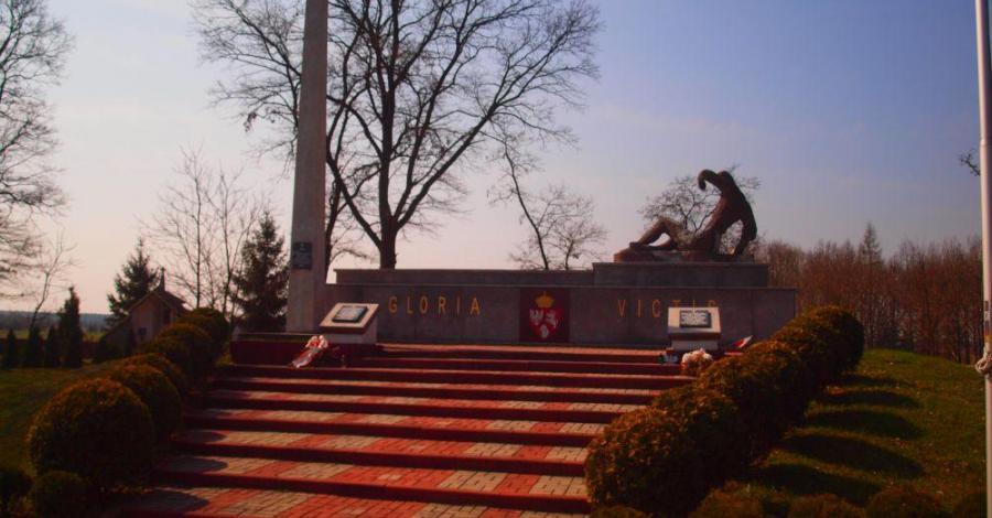 Pomnik Poległych w Wąsoszu Górnym - zdjęcie