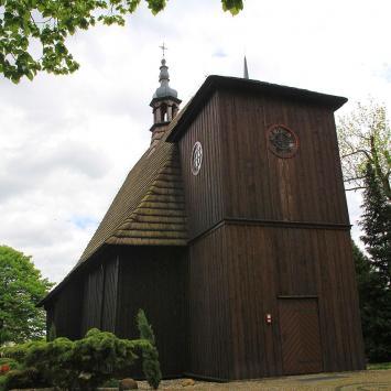 Drewniany kościół w Kadłubie