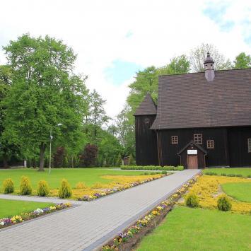 Drewniany kościół w Popowicach