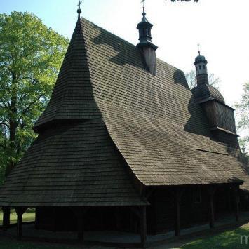Drewniany kościół w Sękowej - zdjęcie