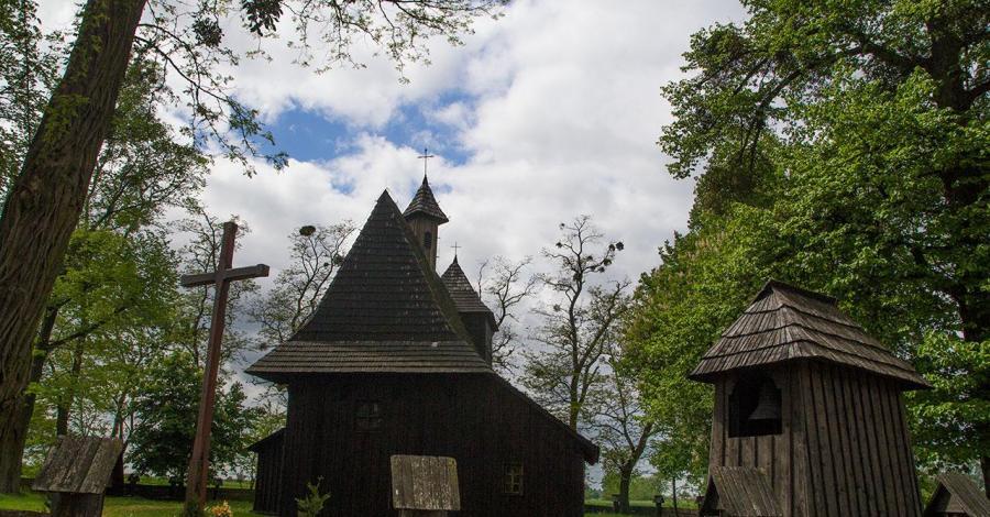 Drewniany kościół w Grębieniu - zdjęcie