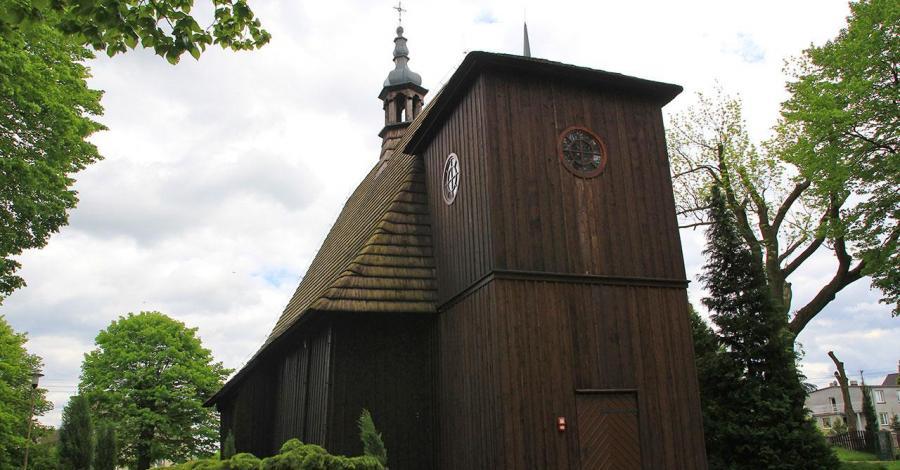 Drewniany kościół w Kadłubie - zdjęcie
