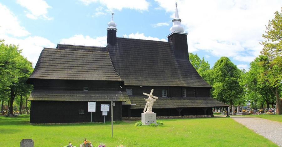 Drewniany kościół w Oleśnie - zdjęcie