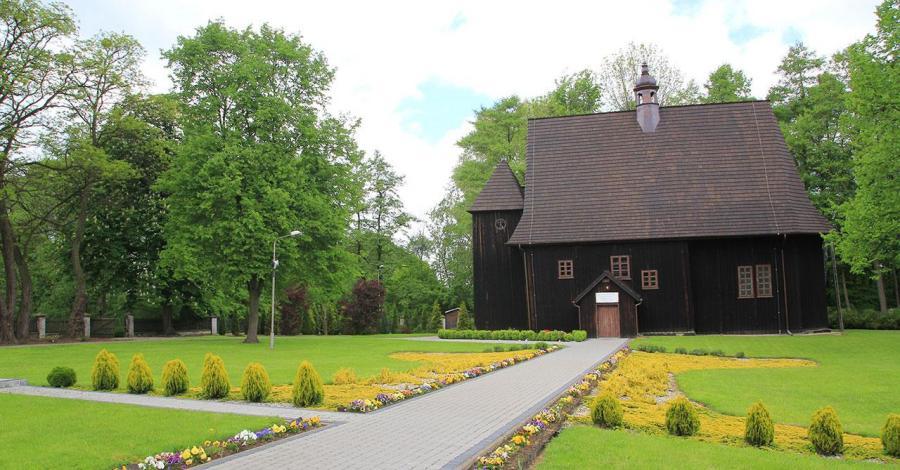 Drewniany kościół w Popowicach - zdjęcie
