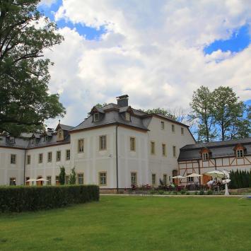 Pałac Pakoszów, Anna Piernikarczyk