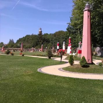 Park Miniatur Latarni Morskich w Niechorzu - zdjęcie