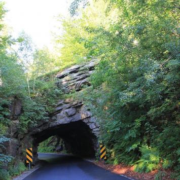 Skalny tunel w Piechowicach