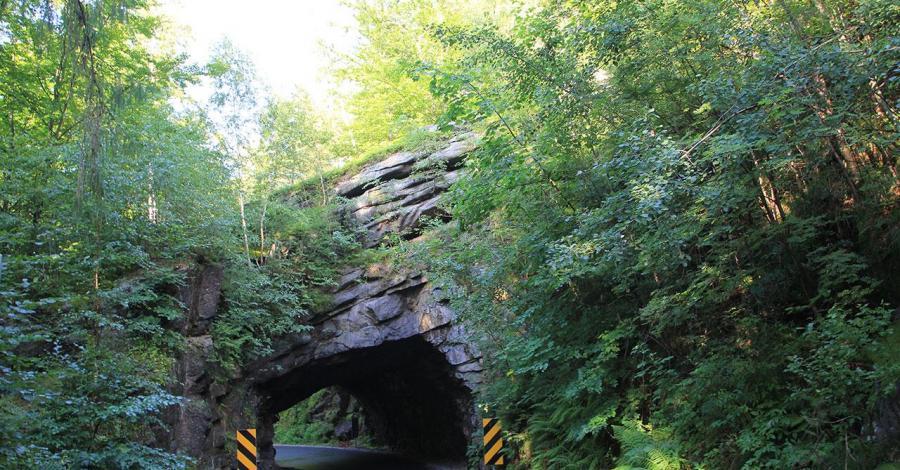 Skalny tunel w Piechowicach - zdjęcie