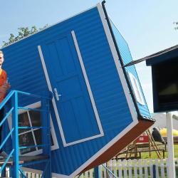 Niebieski domek ulubiony od Dominiki