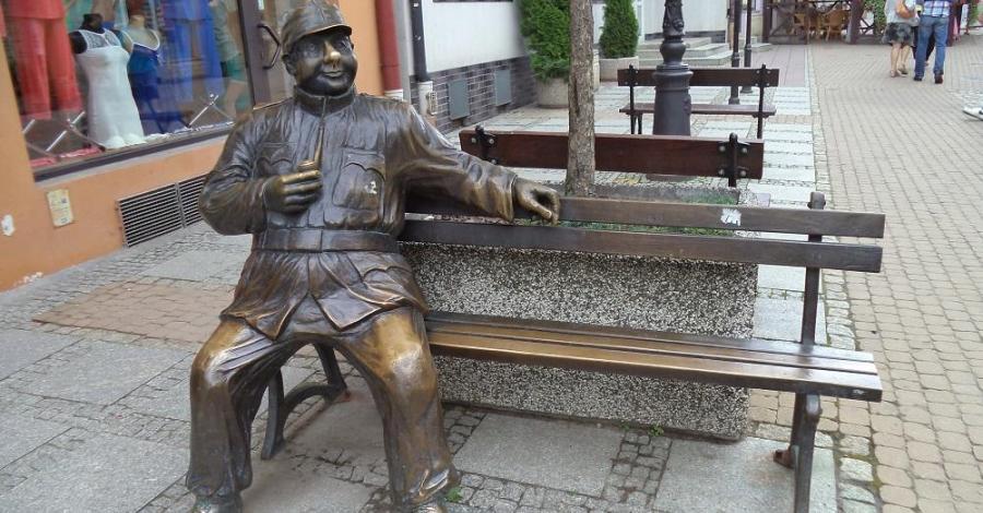 Ławeczka Wojaka Szwejka w Sanoku - zdjęcie