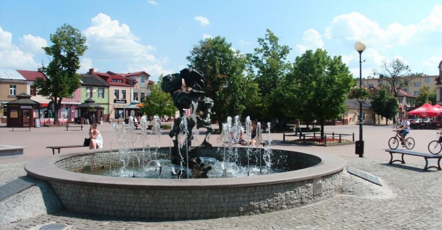 Kolorowa fontanna w Tarnobrzegu - zdjęcie