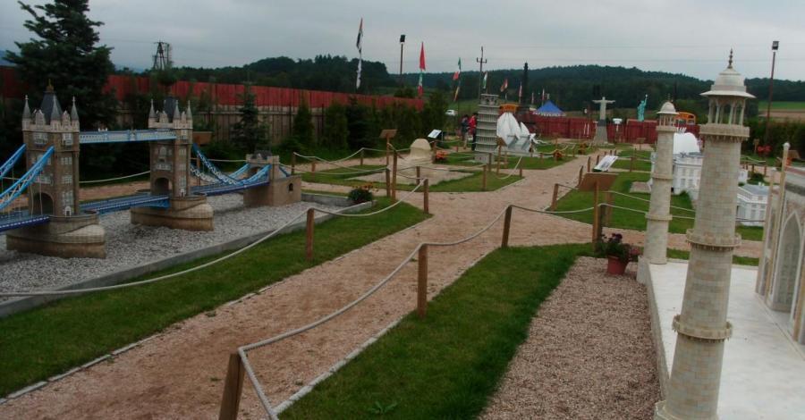 Park Miniatur w Mysłakowicach, mokunka