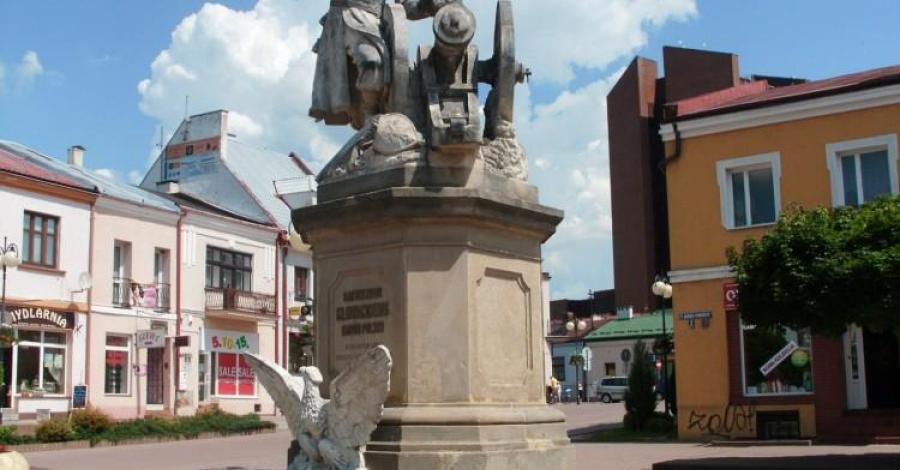Pomnik Bartosza Głowackiego w Tarnobrzegu - zdjęcie