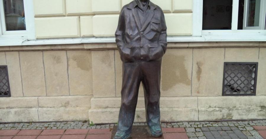 Pomnik Beksińskiego w Sanoku - zdjęcie
