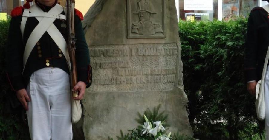 Pomnik Napoleona Bonaparte w Lwówku Śląskim, Ela