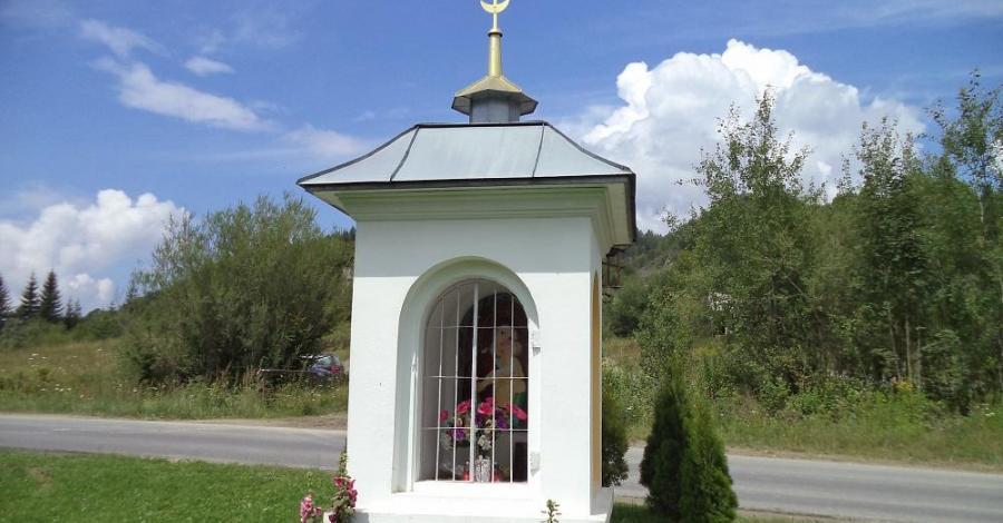 Przydrożna kapliczka w Bóbrce - zdjęcie