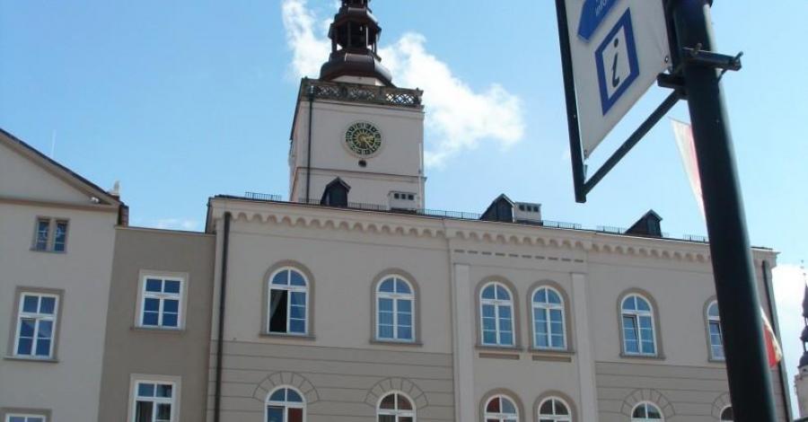 Ratusz w Dzierżoniowie - zdjęcie