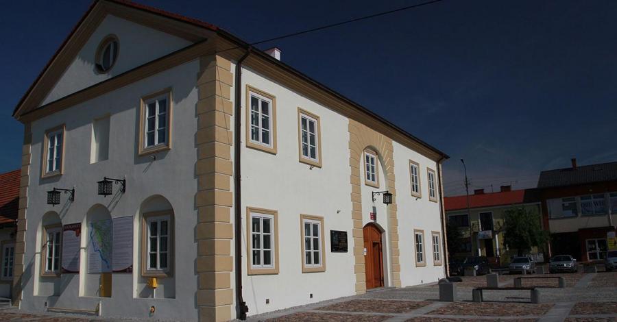 Ratusz w Maciejowicach - zdjęcie
