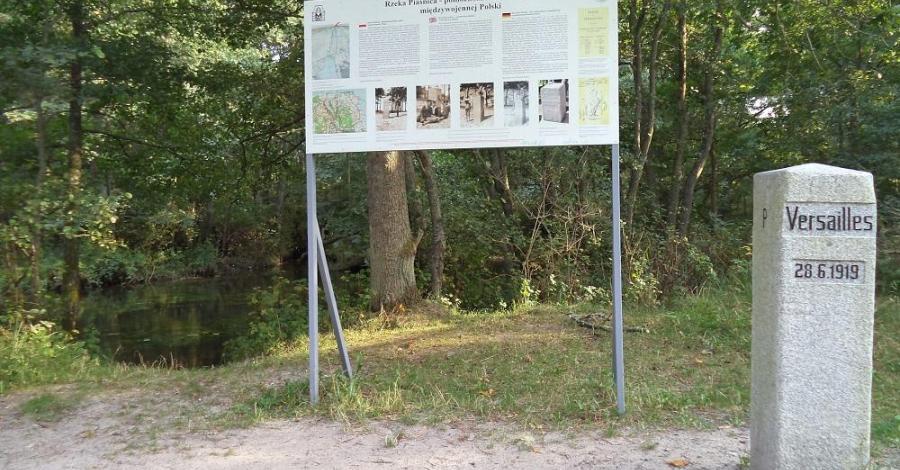 Słupek graniczny nr 1 w Dębkach - zdjęcie