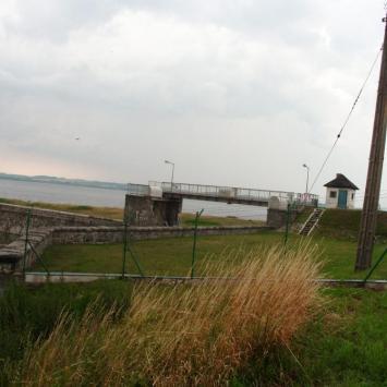 Zapora na Jeziorze Otmuchowskim