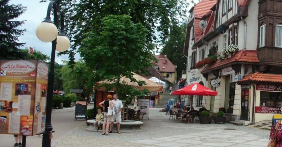 Deptak w Polanicy Zdroju - zdjęcie