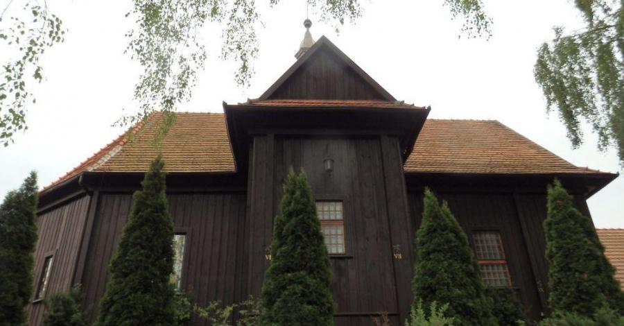 Drewniany kościół w Chludowie - zdjęcie