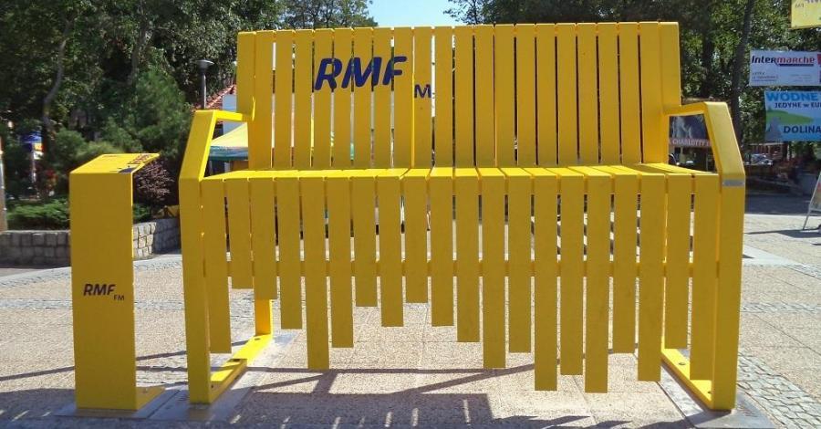 Ławeczka RMF w Ustce - zdjęcie