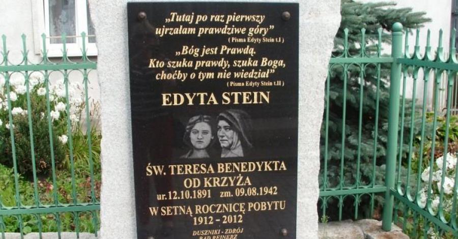 Obelisk Św. Edyty Stein w Dusznikach Zdroju - zdjęcie