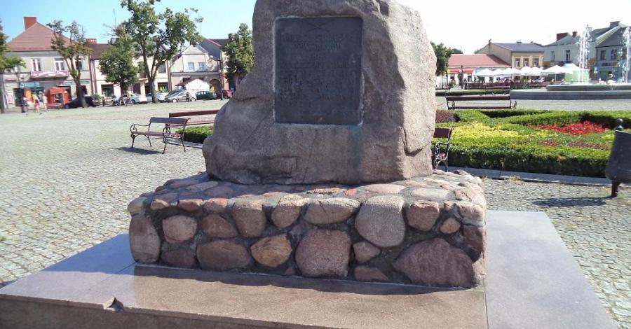 Pomnik Powstańców w Łowiczu - zdjęcie