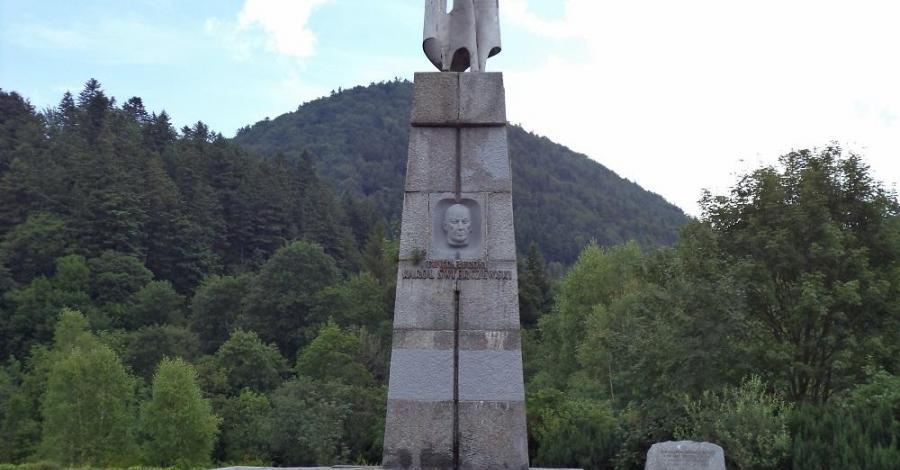 Pomnik Świerczewskiego w Jabłonkach - zdjęcie