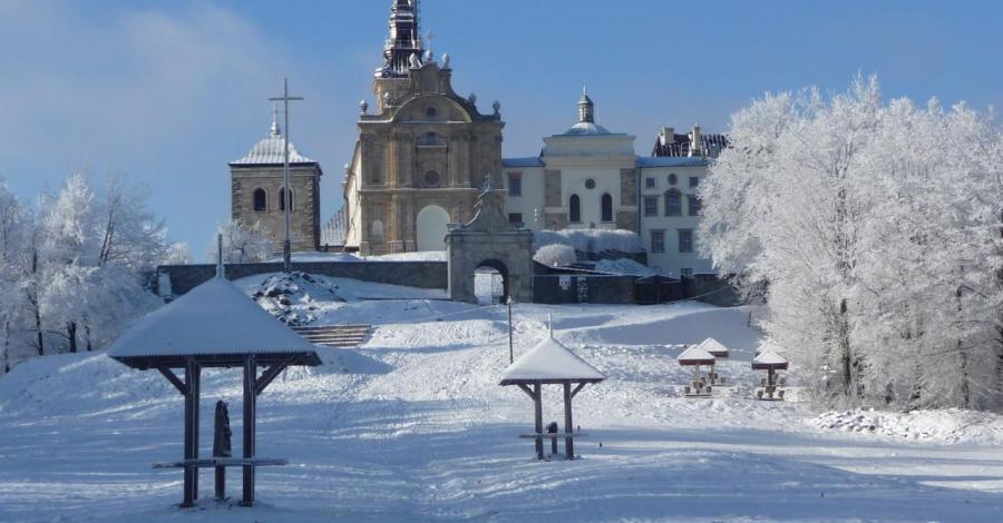 Łysa Góra w zimowej szacie. - zdjęcie