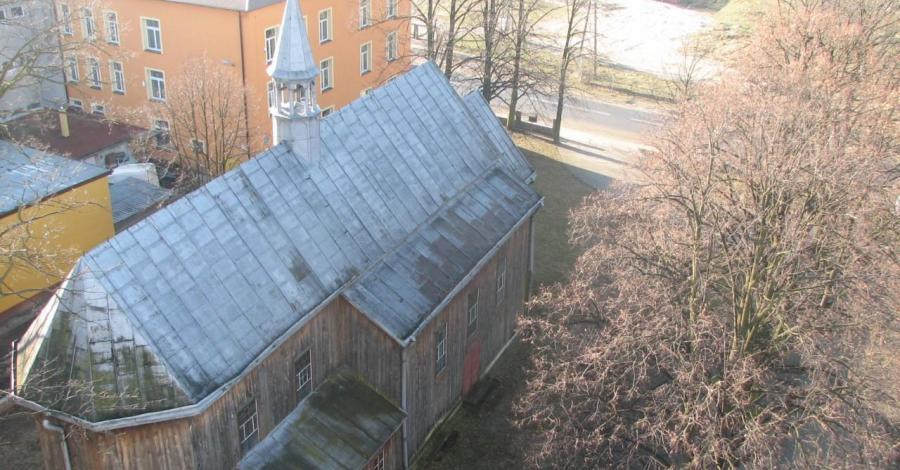 Drewniany kościół w Zarzeczu - zdjęcie
