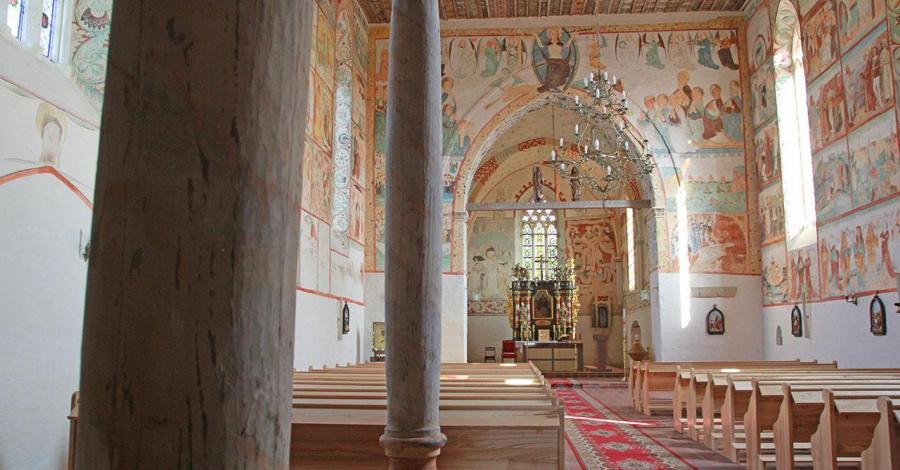 Kościół w Małujowicach - zdjęcie