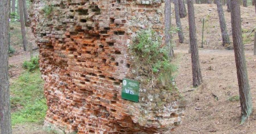 Ruiny kościoła Św. Mikołaja w Łebie - zdjęcie