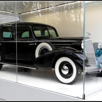 Cadillac Piłsudskiego w Warszawie