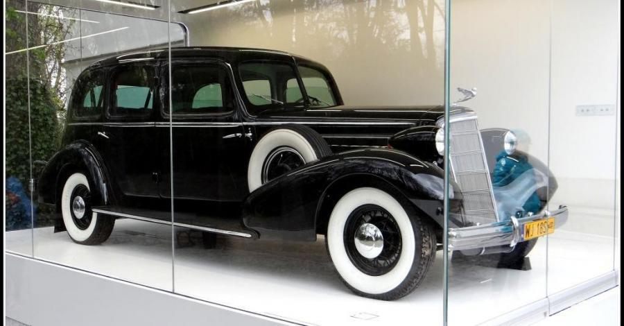 Cadillac Piłsudskiego w Warszawie - zdjęcie