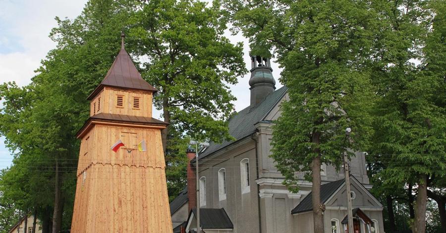 Drewniana Dzwonnica w Tenczynku - zdjęcie